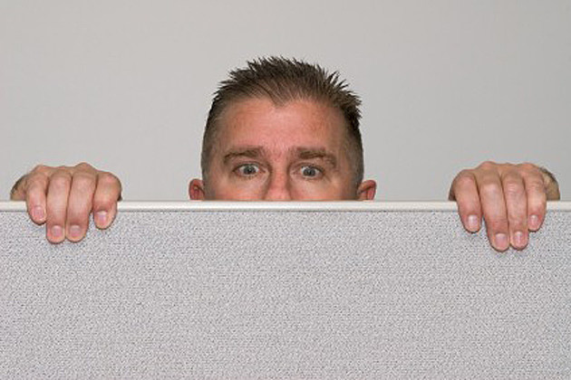Man-peering-over-cubicle
