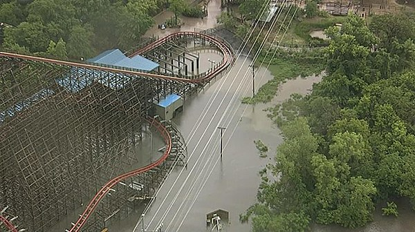 Heavy Rains Cause Flash Flooding in DFW Six Flags Over Texas cCfpKfTz