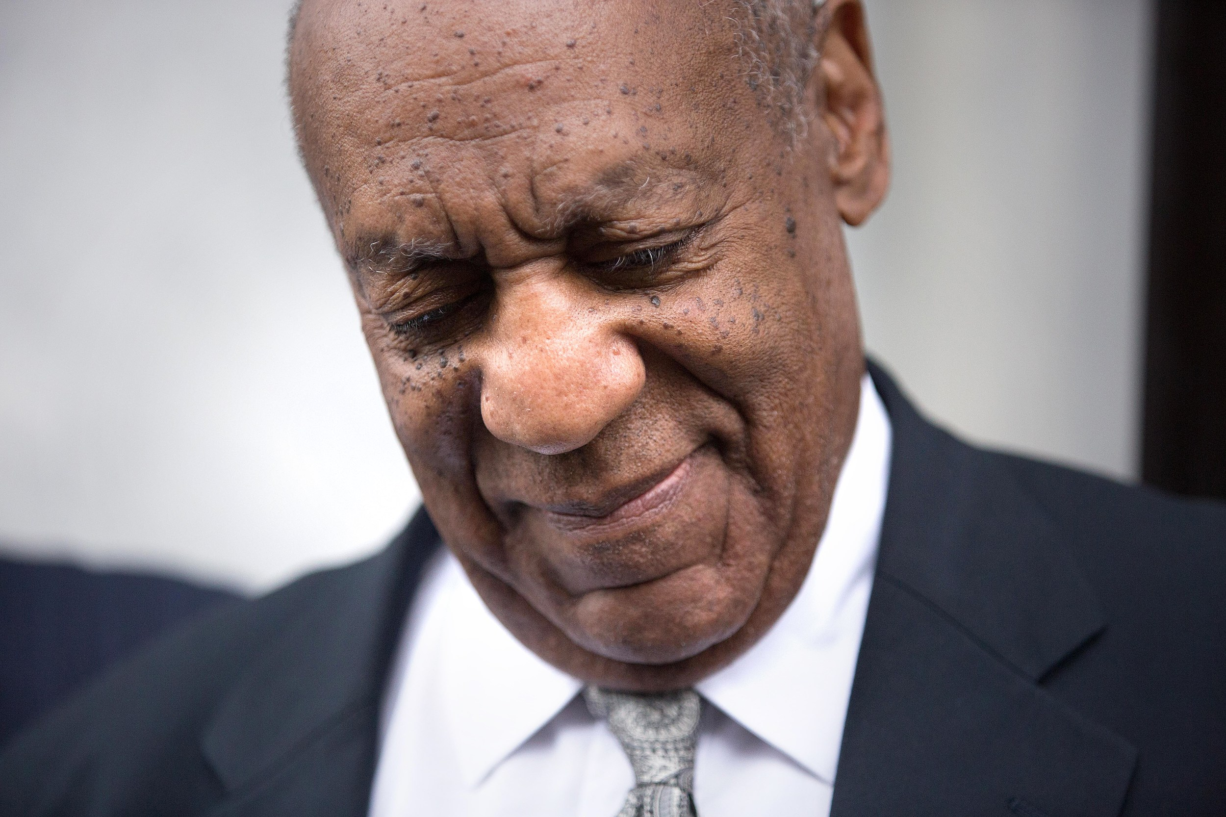 Lena Dunham and other celebrities react to Cosby mistrial